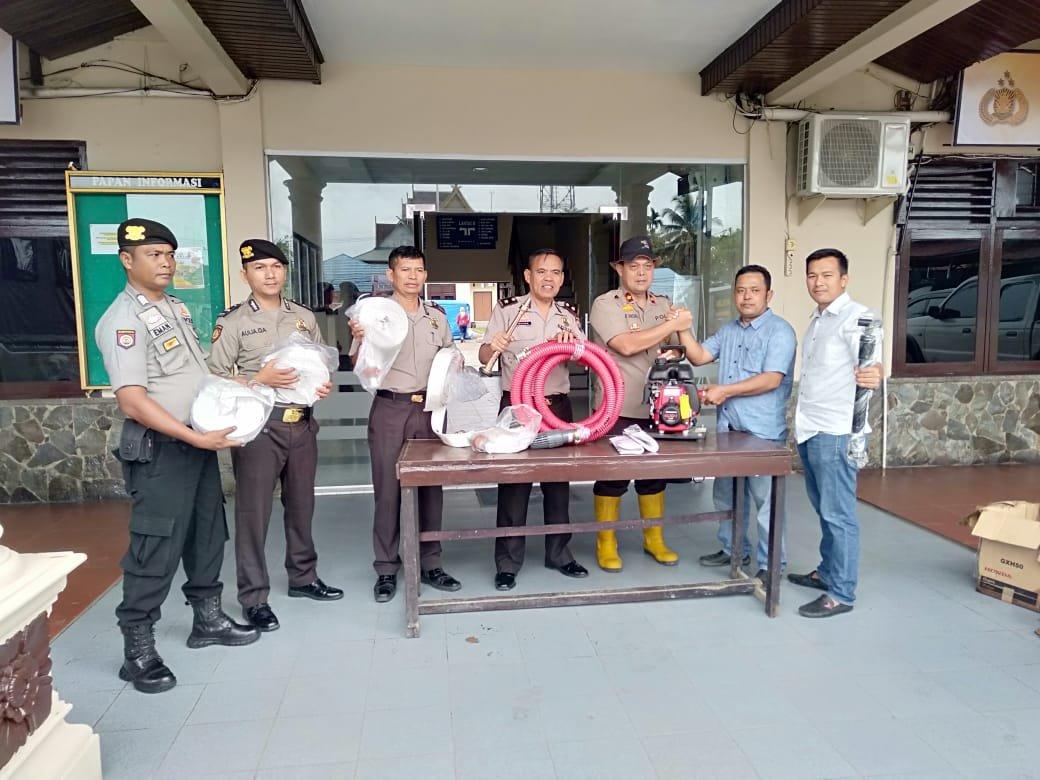 Satu Lagi Perusahaan Bantu Alat Pemadam Karhutla di Inhil