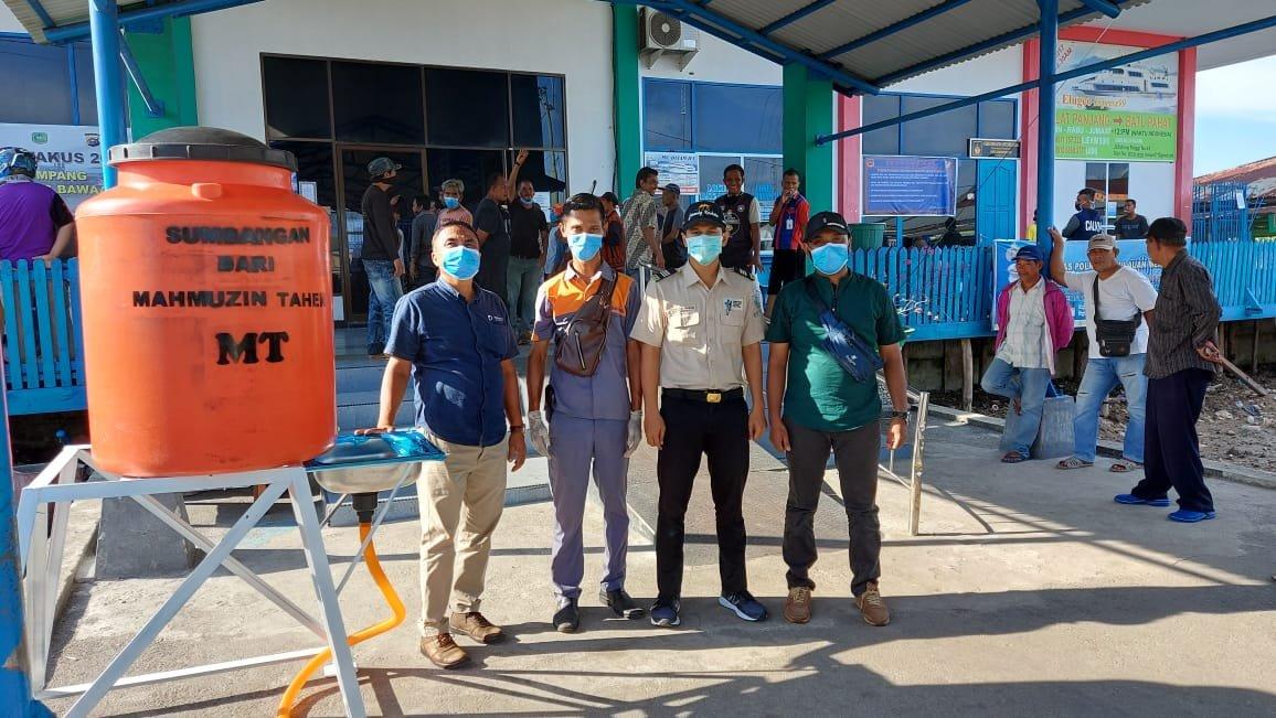 Sahabat MT Serahkan Fasilitas Cuci Tangan di Pelabuhan Selatpanjang