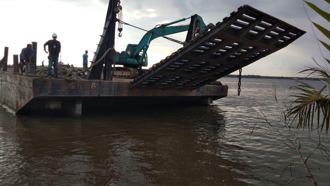 PT Sambu Guntung Kerahkan  Ekskavator untuk Bangun Embung di Lokasi Karhutla