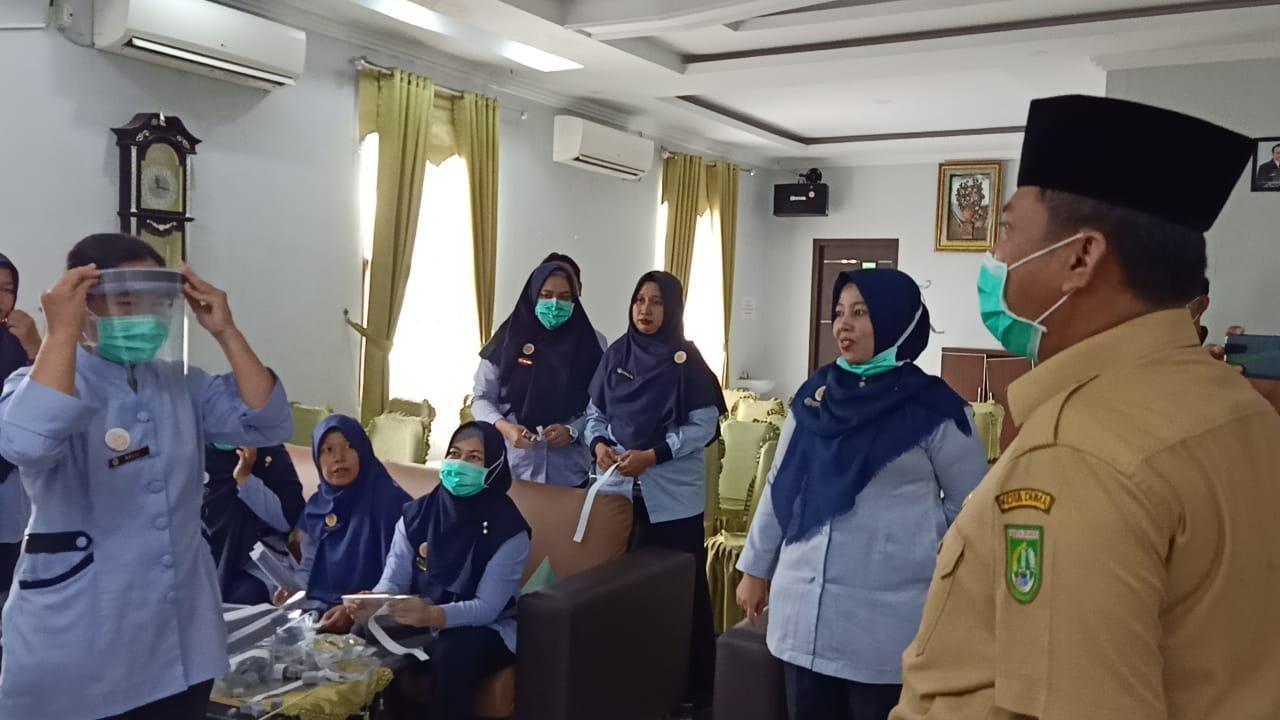 Wawako Dumai Apresiasikan Langkah Perawat RSUD Buat APD Secara Swadaya