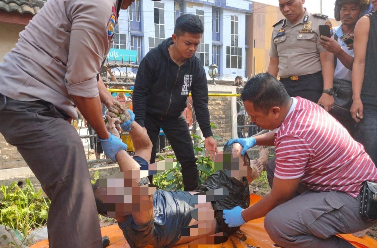 Mayat Laki-laki Ditemukan Telungkup dalam Parit Jalan Riau