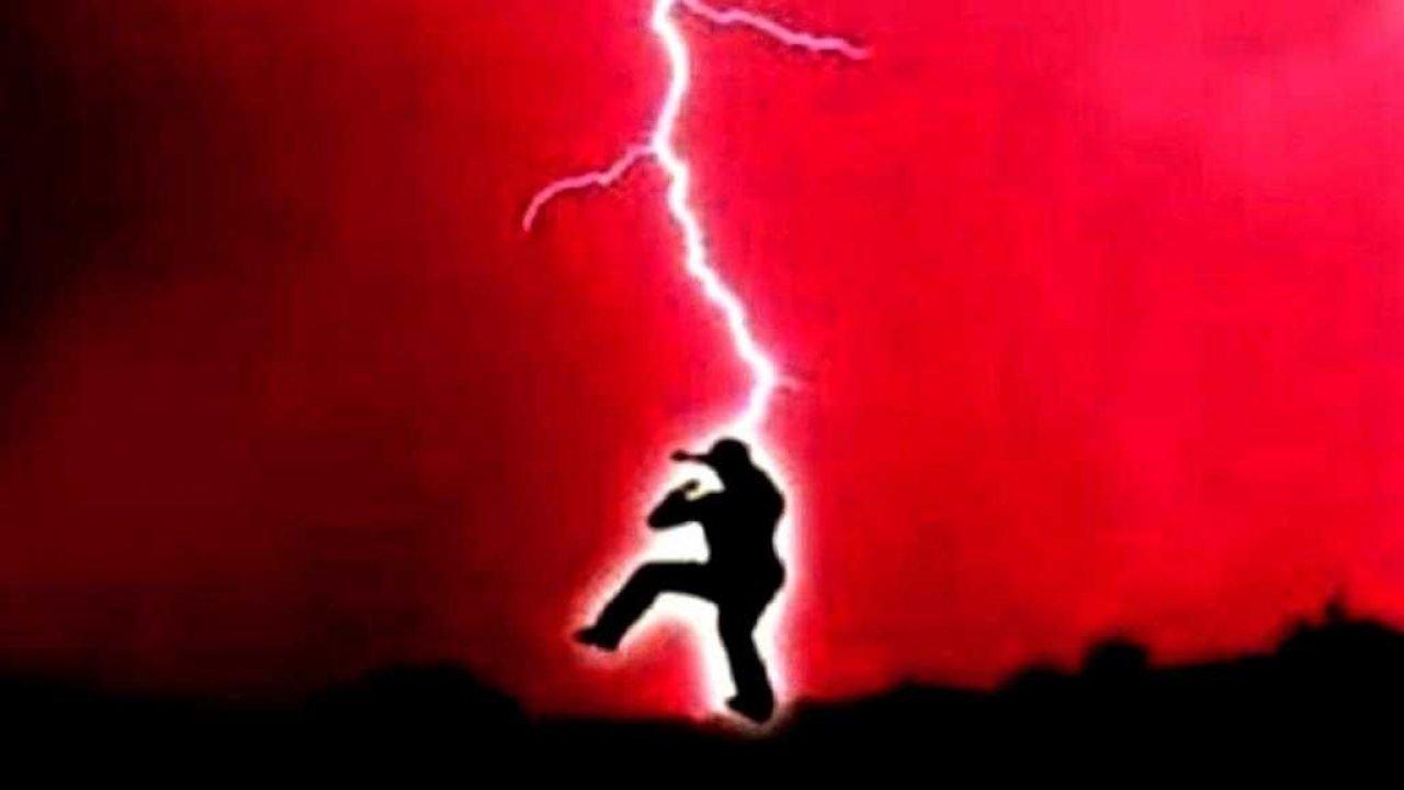 Duduk Diatas Baterai Diesel Saat Hujan, Satpam di Kampar Tewas Tersambar Petir
