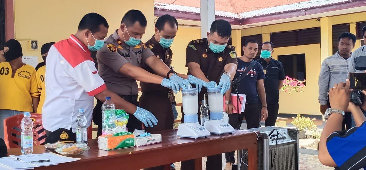 Polsek Bangko Musnahkan 431,26 Gram Sabu dari Tiga Tersangka